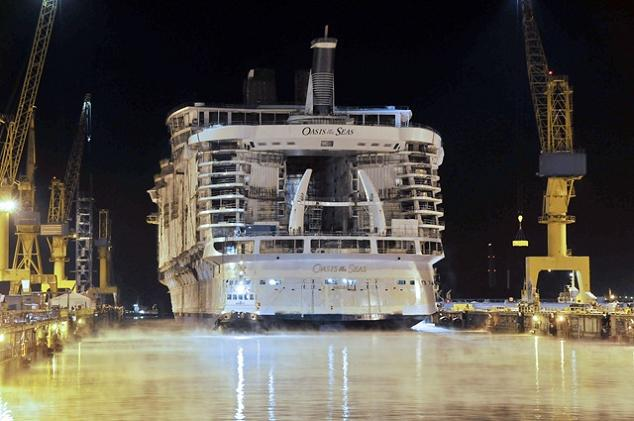 The Largest Cruise Ship in the World is Five Times the Size of the     big boat oasis of the seas The Largest Cruise Ship in the World is Five  Times