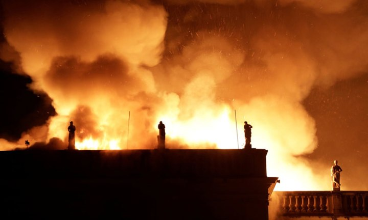 Brazil Suffers Incalculable Cultural Loss as 200 year old Museum     brazil museum rio on fire burns 3 Brazil Suffers Incalculable Cultural Loss  as 200 Year Old