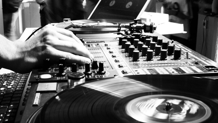 hdwallpaperpc_com_Turntables_BW_Mixer_Mixing_Board_1920x1080