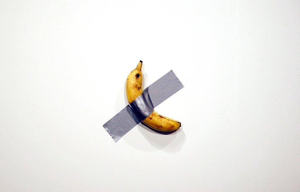Посетитель выставки съел банан стоимостью 7,6 миллионов