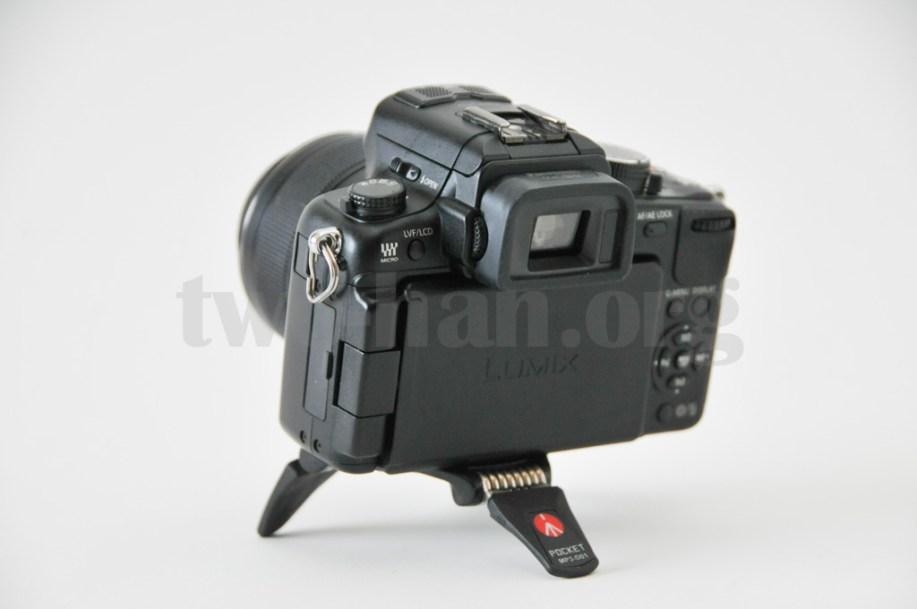 Manfrotto POCKET三脚Lブラック MP3-D01とPanasonic LUMIX DMC-GH2、こんなローアングルから被写体を狙えます!