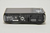 Panasonic LUMIX DMC-TZ30-K・ほぼ真ん中に三脚ネジが!これって大事!