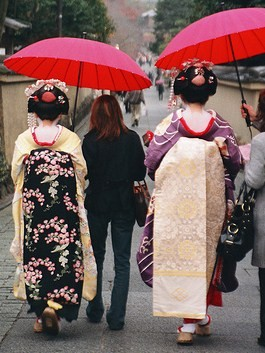 Kimonos are generally worn as 'dress-up' and by older generations, but we saw more in Kyoto than elsewhere