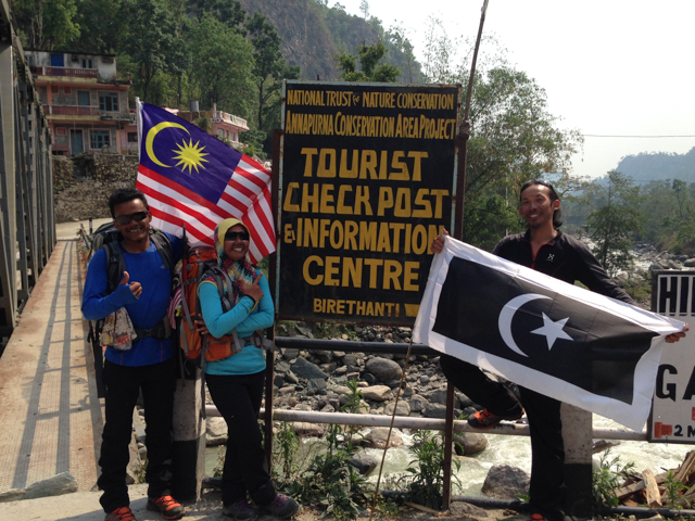We happened upon some Malaysian hikers training for Mt. Everest.  The Malaysian flag has 14 stripes - one for each Malaysian state and one for the Malaysian federal government.