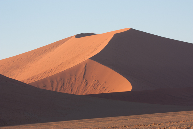The complexity and regularity of dune patterns in its dune sea have attracted the attention of geologists for decades, but it remains poorly understood.