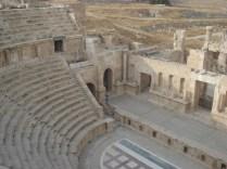 Teatro Norte com capacidade para 1600 pessoas. Carlos está lá.