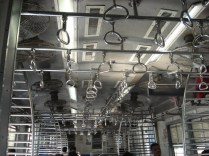 Seguradores no trem