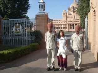 Eu com a guarda do palácio fazendo pose.