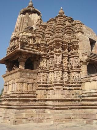 Maior templo do leste, lindamente esculpido