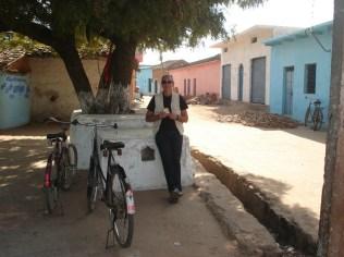 Nós de bicicleta, lanchando a caminho dos templos do sul