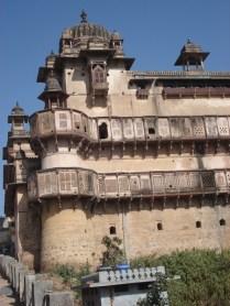 No complexo, Raj Praveen Mahal foi construído para a mulher que dá nome a ele por Akbar o Grande para homenagear o amor dela por outro homem e não ele.