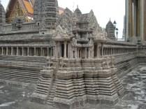 Foi construído para do domínio da Tailândia ao país vizinho