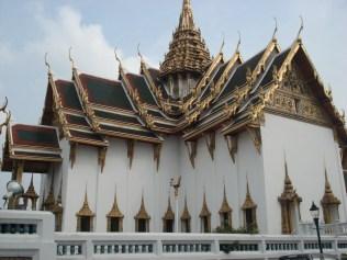 Wat Phra Kaew Museum tem as roupas antigas do Buda de Esmeralda