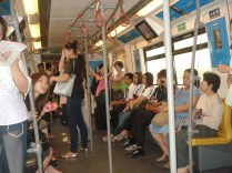 Dentro do skytrain