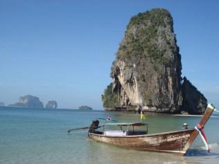 Phra Nang Beach que você só chega nesse barquinho típico de Ao Nang