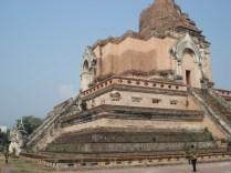 Essa estupa data de 1441 e o templo foi construído ao redor dela