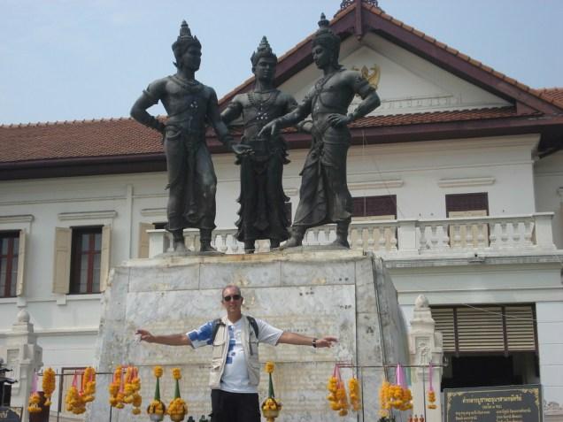 Três reis – com roupas do século 14 comemora a aliança entre os três reis do Sião (Laos e Tailândia)