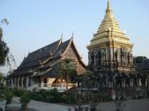 Wat Chiang Mun – considerado o templo mais antigo da cidade, construído pelo fundador da cidade e no estilo de arquitetura do norte da Tailândia
