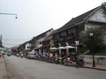 Vistas da Sakarine Road a mais turística da cidade e que muda de nome três vezes