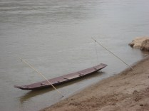 Canoa que eles usam para pescar, fazer travessias e transportas coisas