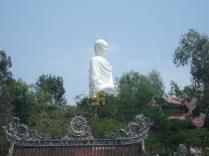 Ela é dedicada para os monges budistas que morreram lutando contra a perseguição do regime do Vietnã do Sul