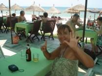 Comemorando 6 meses na praia de Cua Dai. Almoçamos no restaurante a beira da praia.