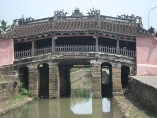 Ponte coberta japonesa, marca registrada de Hoi An, construída em 1593 por comerciantes ricos japoneses para ligar o lado chinês com o japonês