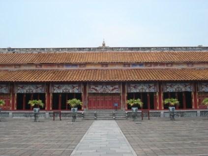 O Mieu ou Templo das Gerações e também dedicado a dinastia Nguyen, para todos os imperadores