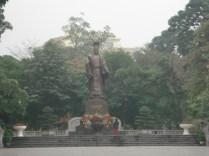 Le Loi ou Ly Thai To é o fundador da cidade. Ele que recebeu a espada magica da tartaruga do lago que é homenageada com a Torre da Tartaruga