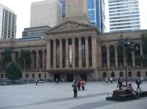 City Hall – em estilo neo clássico é onde fica a maior Câmera Municipal do país e no meio do George Square uma praça bonita.