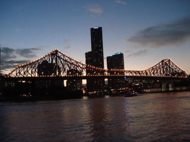 Story Bridge vista do City Hopper a noite