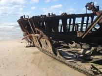 Foi encontrado três dias depois naufragado na Fraser Island