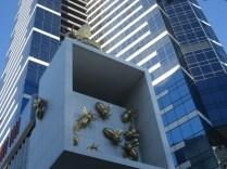 De cada lugar da cidade é possível avistar esse prédio e de cada lugar ele parece diferente