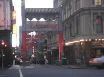 E como não podia faltar: Chinatown Arch. Em 1850 chegaram os imigrantes chineses na busca do ouro e substituíram a mão de obra barata dos convictos que estava acabando
