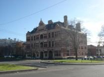 Queen Bess Row que são três casas, uma em cada andar.