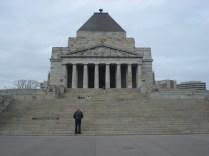E entre dois parques maravilhosos fica o Shrine of Remembrance que homenageia os soldados australianos mortos na guerra