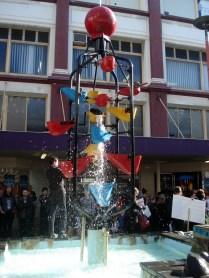Cheia de lojas de arte, moda e restaurantes. Essa é a Fonte dos Baldes – Bucket Fountain