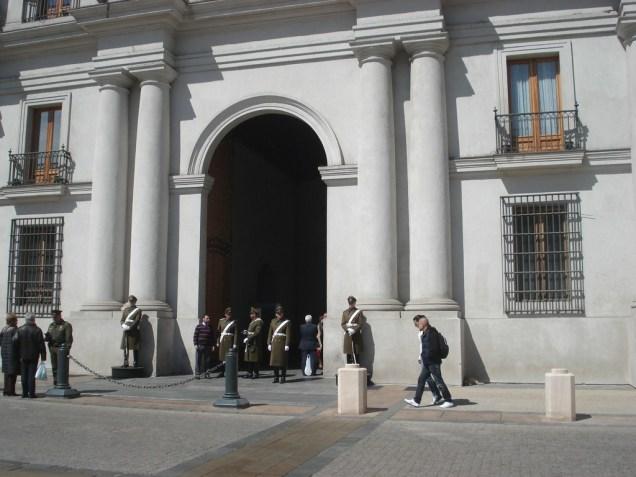 La Moneda em cerimonia e vestida para festa