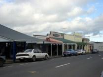 Vista da rua com prédios desde 1890.
