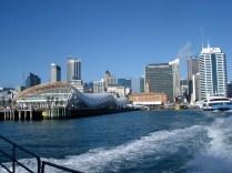 Vista do porto de Auckland saindo de ferry