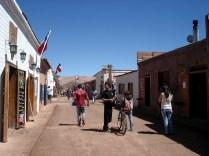 Rua principal da cidade: Caracoles
