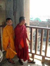Monges budistas tão maravilhados quanto nós