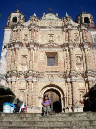 Igreja Santo Domingo com painéis lindos dentro