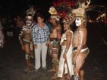 """Turista posando com os """"maias"""""""