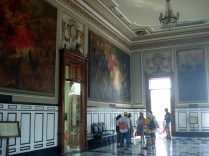 Através dos grandes painéis é possível ver toda a histório do lugar