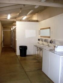 Lavanderia e banheiros
