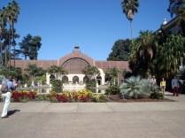 Botanic Building construído em 1915 e tem uma piscina grande que o reflete