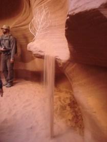 Outro efeito encantador: a areia caindo na luz