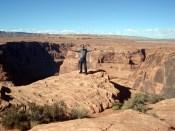 Durante milhões de anos, o vento e a água corroeram essas rochas para criar o lugar absolutamente estranho