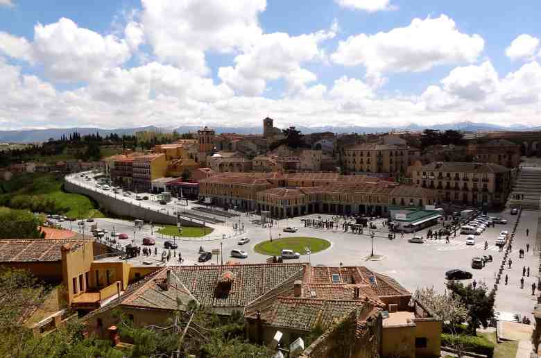 TwoBadTourists Talk: Video From Our Day Trip To Segovia Spain